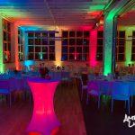 Altes Werkcafe mit bunter ambienter Beleuchtung