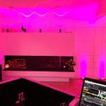 Wohnzimmer mit ambienter Beleuchtung