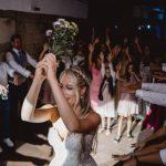 DJ Harry Garcia animiert zum Brautstrausswurf