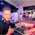 Daumen hoch mit DJ Harry Garcia