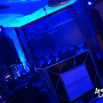 Kneipe mit DJ-Pult und ambienter Beleuchtung