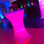 LED-Stehtisch + Lichtkegelwand mit AmbientLight