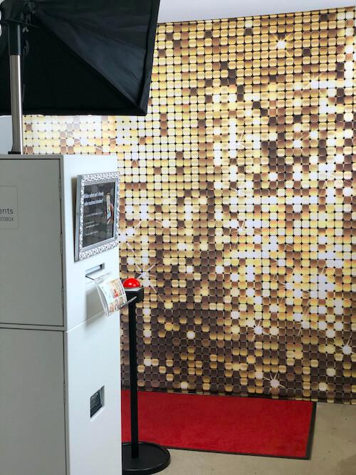 Setup Fotobox Gold mit rotem Teppich